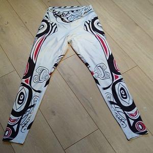 Native print leggings 🇨🇦